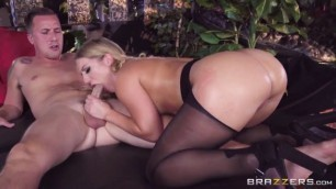 Bigbuttslikeitbig Hot Butt Candice Dare Giving Her A Huge Tip Brazzers