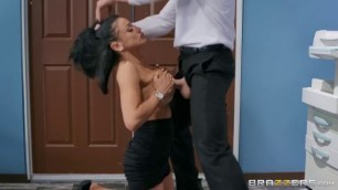 Brazzers Audrey Bitoni Emergency Dick Distraction Best Tits In Porn Shaving Pussy