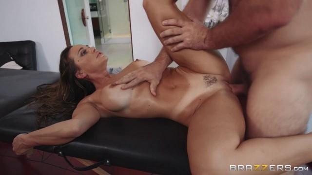 Brazzers - Serviced In Her Room - Abigail Mac - Manuel Ferrara