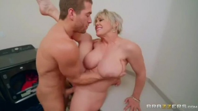 Brazzers - Assmends-Making (Dee Williams)