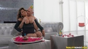 Realitykings Ella Knox Birthday Tittyfuck Obsessed With Breasts Bignaturals Stepmom Porn